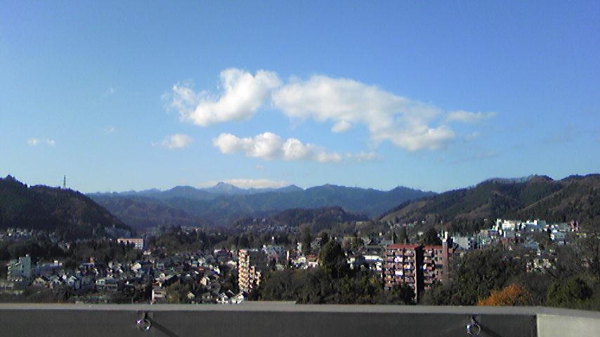 大岳山に雪が。